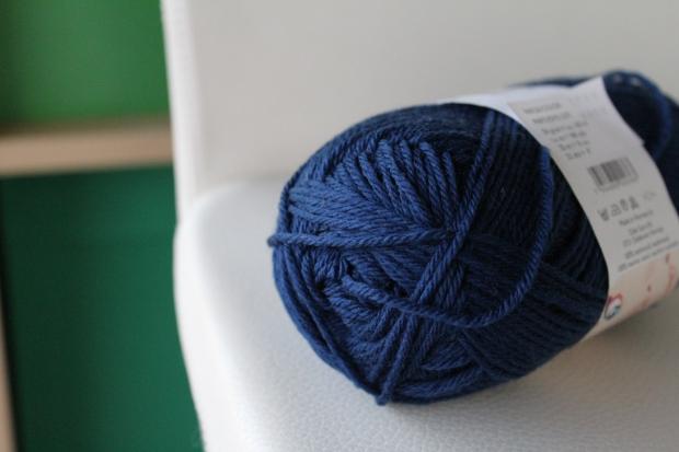 Skein of dark blue yarn