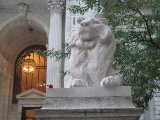 Red knitted mouse next to New York City Public Library Lion